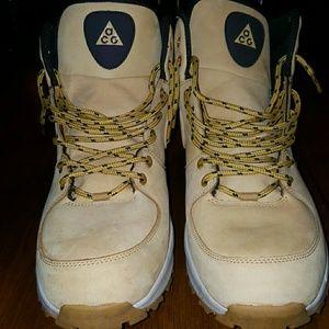 Nike hiker boot